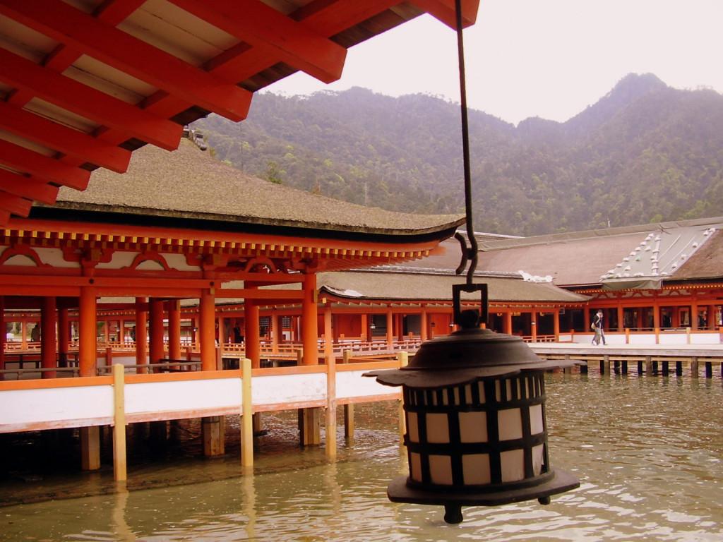 Miyajima- Świątynia (chram Shintō).