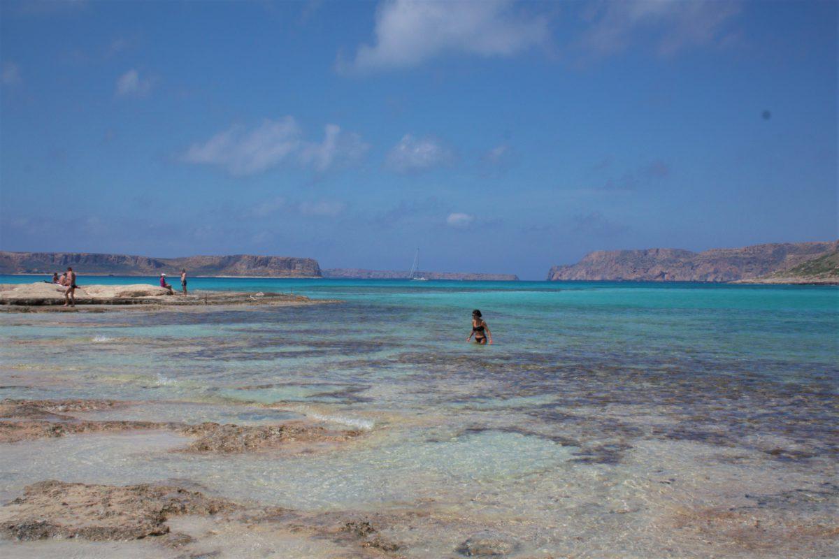 Przy brzegu wody laguny są płytkie, więc można w nich się bezpiecznie kąpać