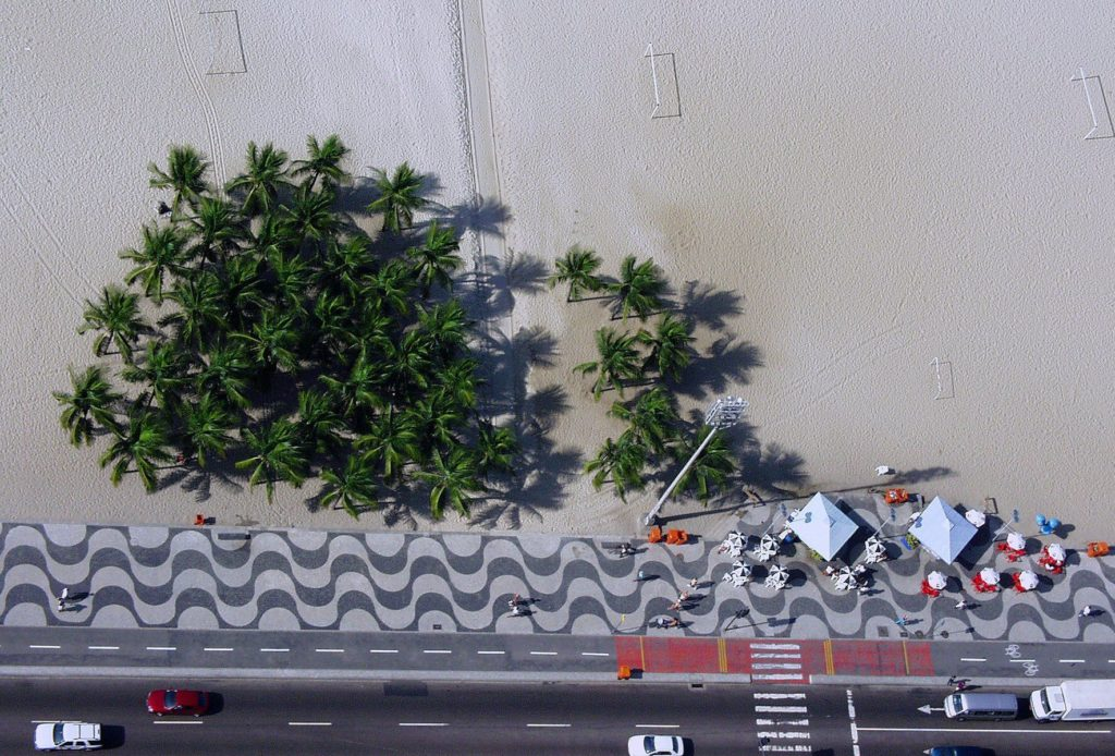 Czarno-biała promenada wzdłuż plaży Copacabana
