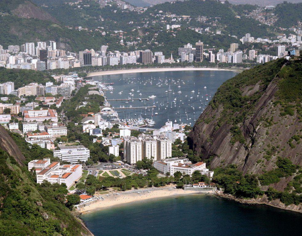 Widok na zatokę ze wzgórza Pão de Açúcar (Głowa Cukru)