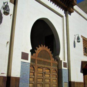 Łuki w kształcie podkowy są wyrazem wpływów mauretańskich w marokańskiej architekturze