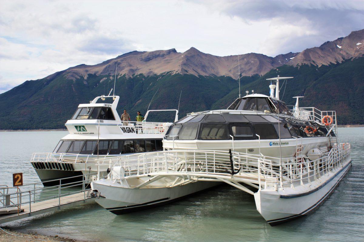 Park Narodowy Los Glaciares. Katamarany i promy podpływają bezpośrednio pod Lodowiec Perito Moreno