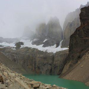 Wieże Torres del Paine zawdzięczają swój szpiczasty i wysmukły kształt działaniu lodowca, wody i wiatru