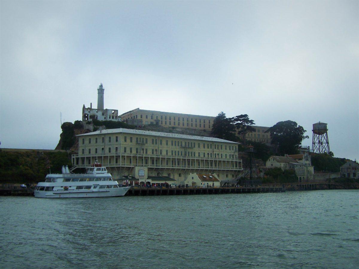 Alcatraz. Stare zabudowania najsłynniejszego więzienia na świecie