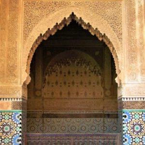 Dziedziniec wewnętrzny meczetu i medresy Alego ibn Jusufa w Marrakeszu