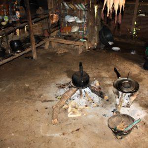 Wnętrze jednego z domów w wiosce Akha