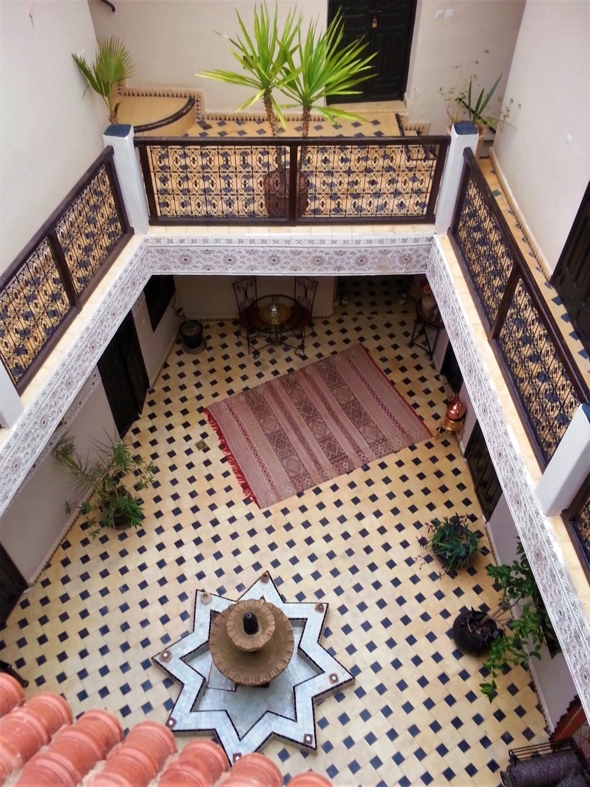 Maroko. Dziedziniec wewnętrzny riadu, tradycyjnego marokańskiego domu