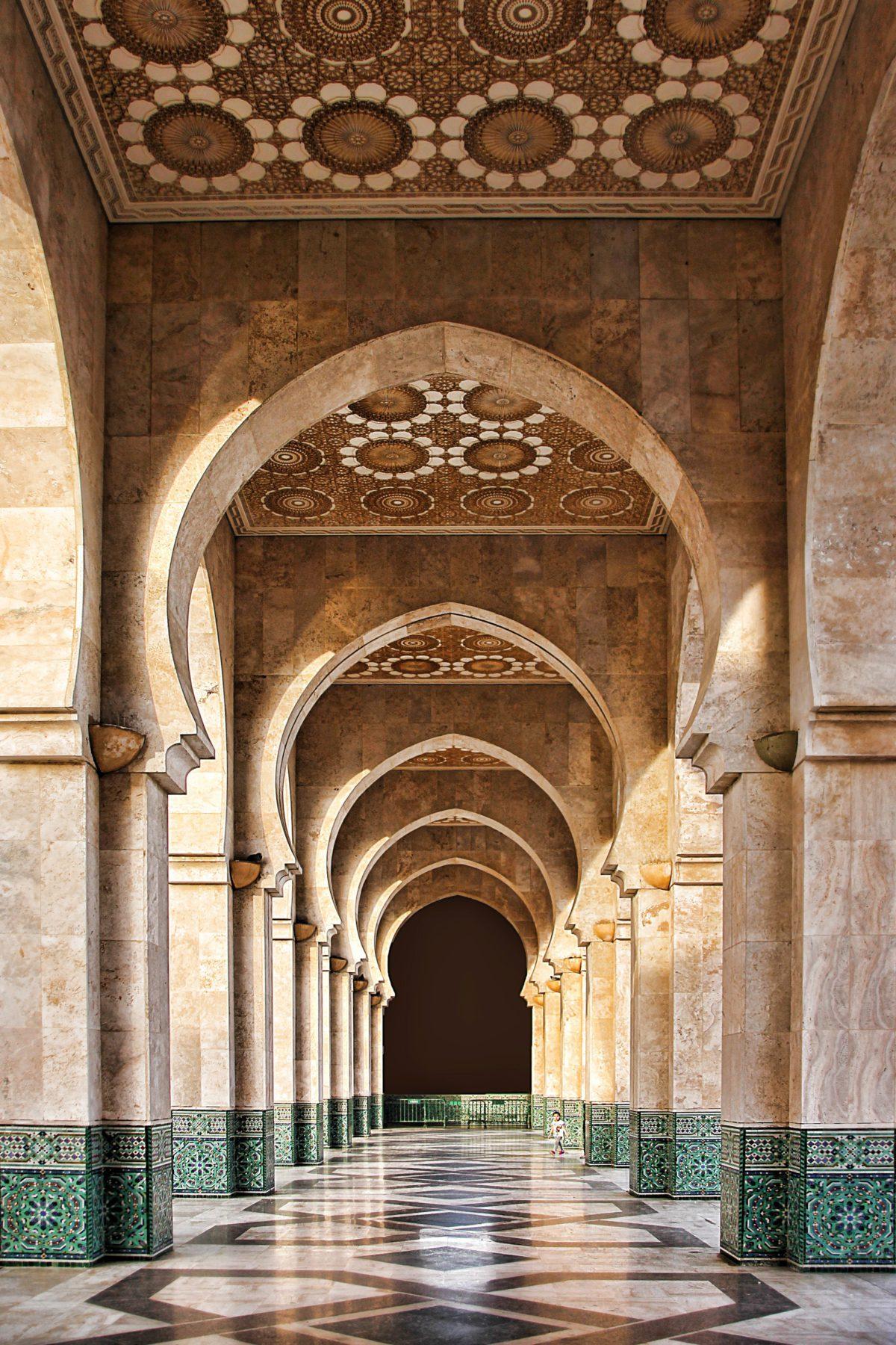 Maroko. Samo przejście pod arkadami jest niezwykłą ucztą dla oka