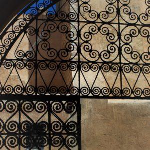 Metalowe zdobienia są stałym elementem architektury Maroka