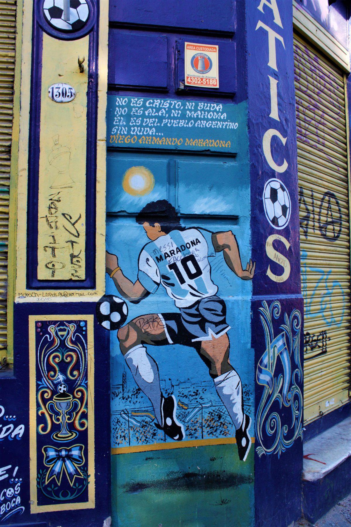 Mural na ścianie na cześć Diego Maradony w dzielnicy La Boca