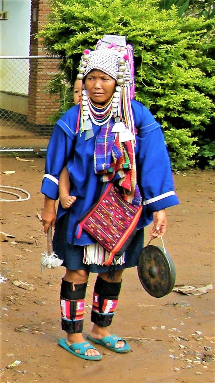 Kobiety z plemienia Akha noszą tradycyjne stroje nawet na co dzień
