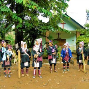 Część osób z plemienia Akha przeszła ma chrześcijaństwo