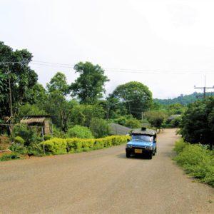 Nie do wszystkich górskich wiosek można dostać się drogą asfaltową