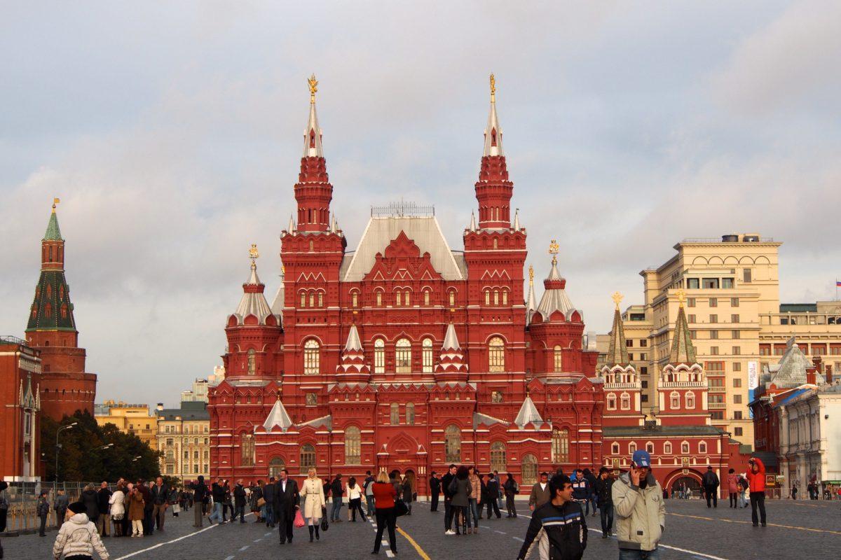 Państwowe Muzeum Historyczne. Czerwony gmach z zewnątrz przypomina baśniowy zamek