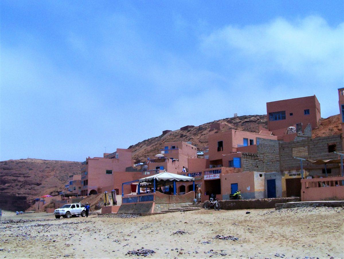 Restauracje przy plaży Legzira w Sidi Ifni nad Oceanem Atlantyckim