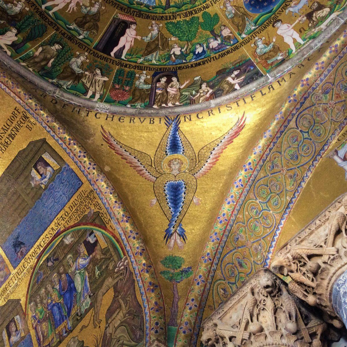 Wnętrze Bazyliki Świętego Marka. Bezcenne mozaiki zajmują powierzchnię 8.000 m². Większość z nich pochodzi z XII i XIII w