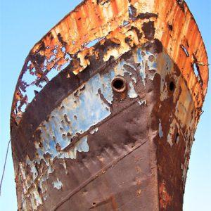 Wrak statku na plaży Legzira w Sidi Ifni nad Oceanem Atlantyckim