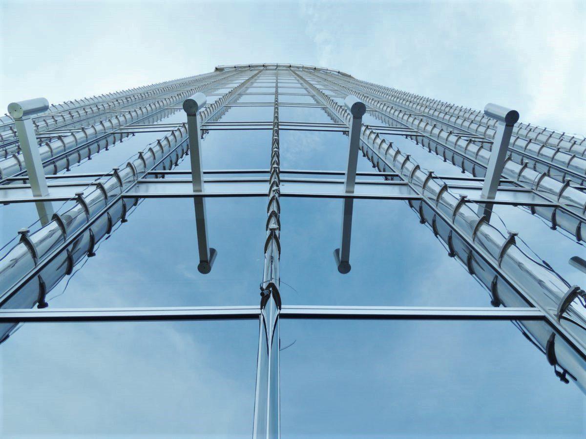 Burj Khalifa. Na powierzchni 340 tysięcy m² mieszczą się biura, apartamenty oraz hotele