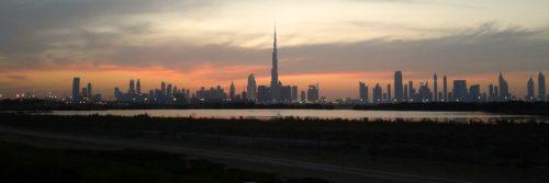 Panorama Dubaju. Nad miastem góruje najwyższy wieżowiec Burj Khalifa