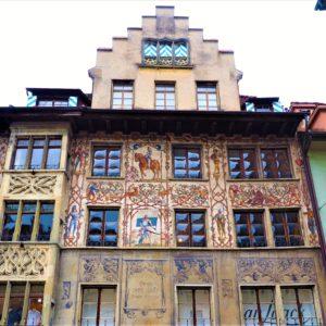 Lucerna. Jedna z kamienic ozdobiona freskami