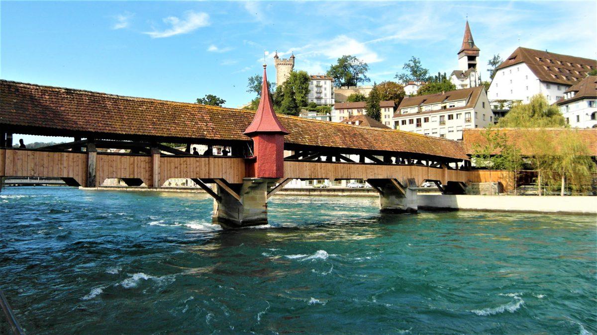 Spreuerbrücke, drewniany most wybudowany w 1408 roku stanowił ważny element średniowiecznych fortyfikacji