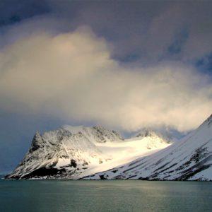 Fiord Magdalena o długości 8 km i szerokości 5 km na zachodnim wybrzeżu Spitsbergenu, największej wyspie archipelagu Svalbardu