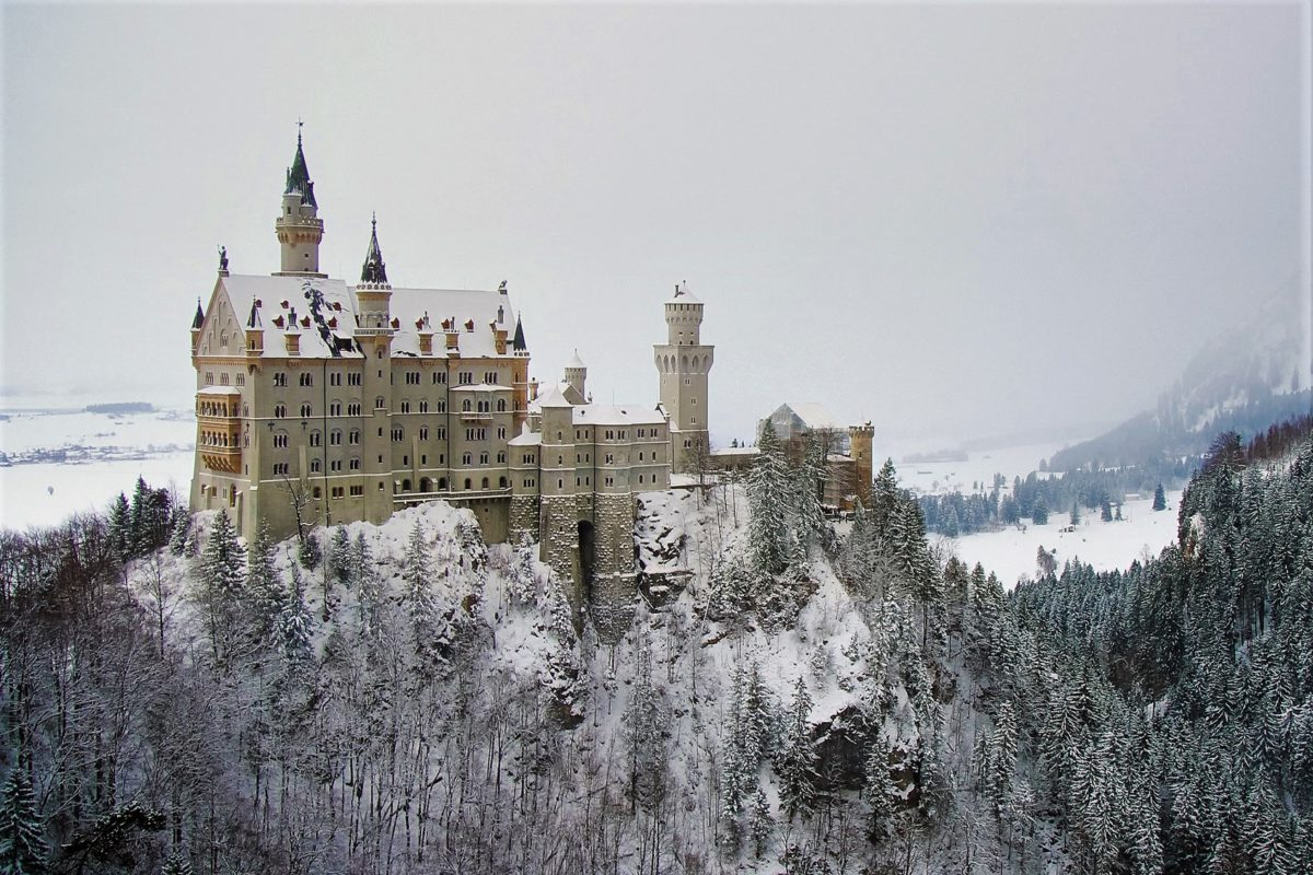 Zamek Neuschwanstein w zimowej scenerii