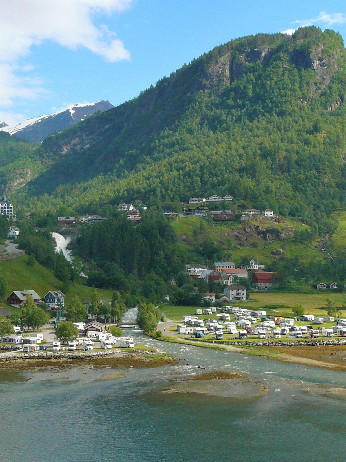 Wioskę Geiranger zamieszkuje zaledwie 300 stałych mieszkańców