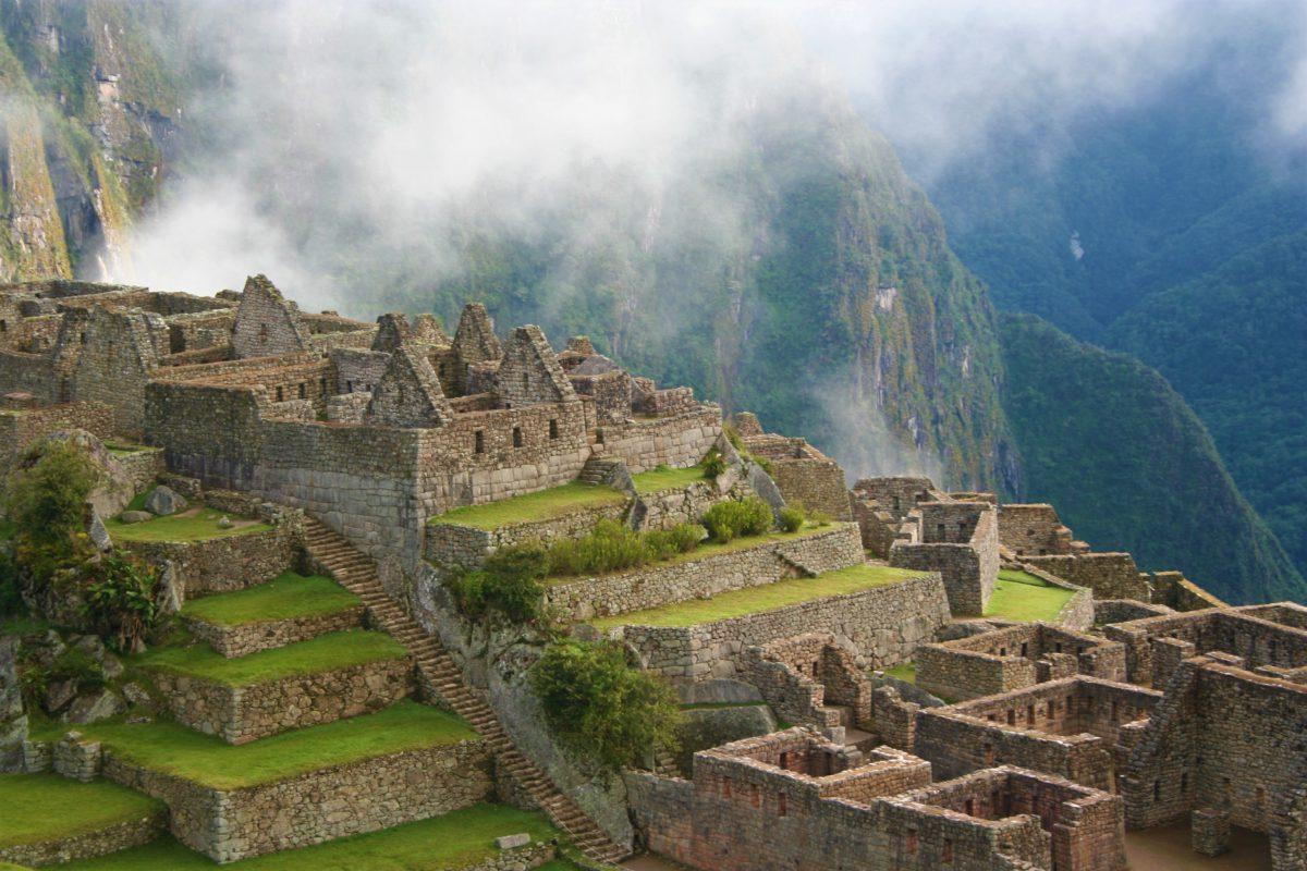 Wybudowanie Machu Picchu na stromych zboczach wydaje się prawie niemożliwe