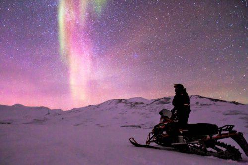 Zorza polarna (Aurora borealis) nad lapońskim niebem