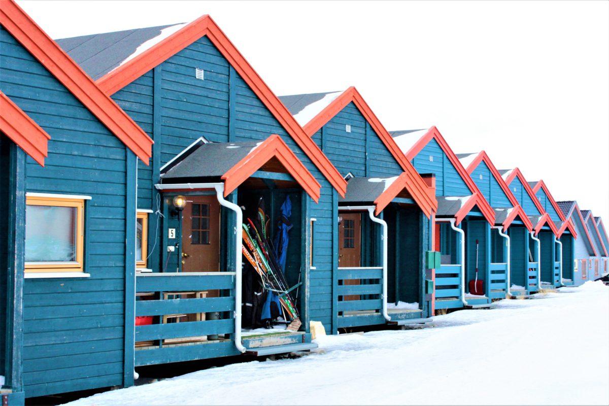 Archipelag Svalbardu zamieszkuje około 2.500 osób