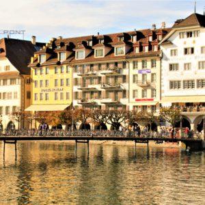 Lucerna. Kamienice nad rzeką Reuss
