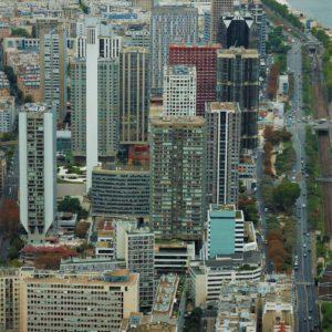 Nowoczesne wieżowce nad Sekwaną. Tu mieszczą się biura wielkich koncernów, ekskluzywne hotele i apartamenty