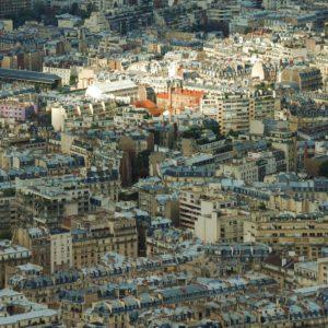 Paryż został podzielony na 20 dzielnic o łącznej powierzchni około 100 km²